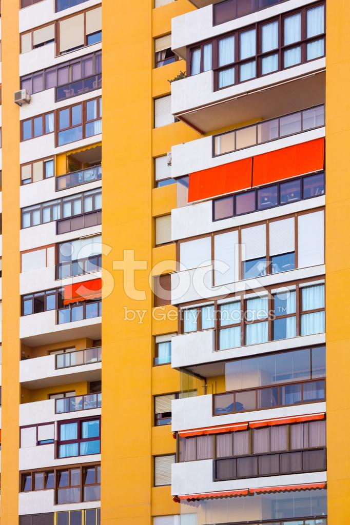 Modernos Edificios Con Balcones Y Terrazas En Amarillo