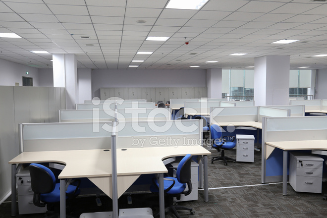 Moderne kantoor interieur met tafel en bureau stockfoto s