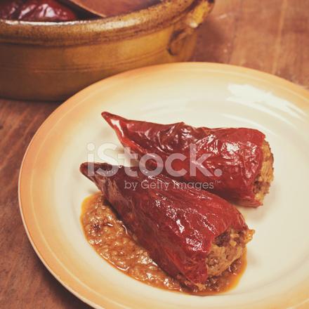 Gefüllte Paprika Auf Einem Vintage Serbische Küche Stockfotos ...