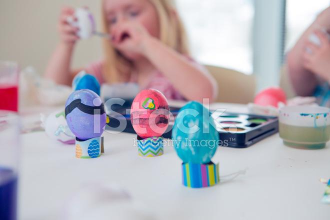 Yumurta Boyama çocuk Stok Fotoğrafları Freeimagescom