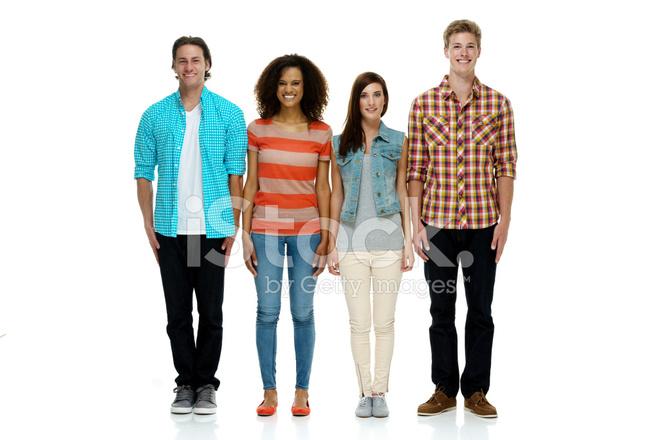 cuatro personas de pie juntos sonriendo fotografías de stock