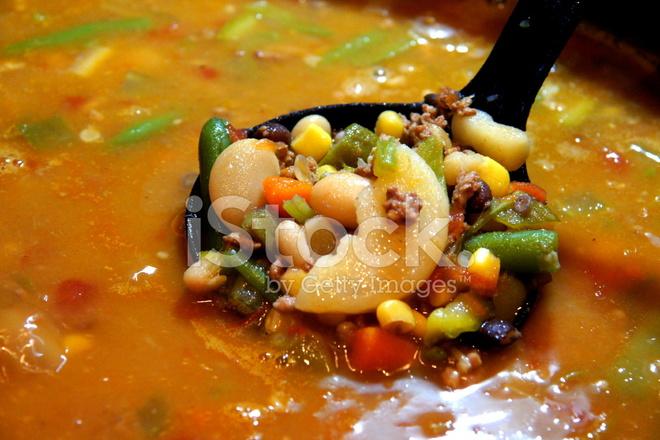 Cuill re pleine de soupe aux l gume maison photos - Soupe de legume maison ...