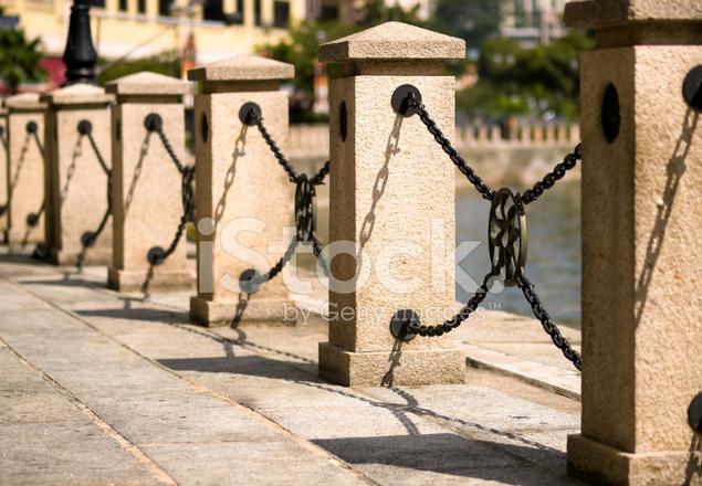 Kette Zaun Entlang Der Flussufer Stockfotos - FreeImages.com