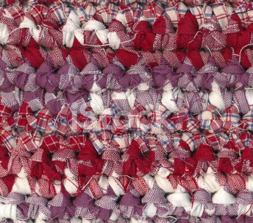 Häkeln Sie Flickenteppich IN Rot, Weiß UND Lila Farben Stockfotos ...