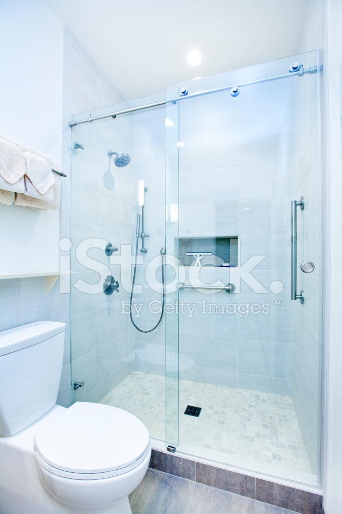 Lieblich Modernes Bad Design In Einfamilienhaus Mit Begehbarer Sh
