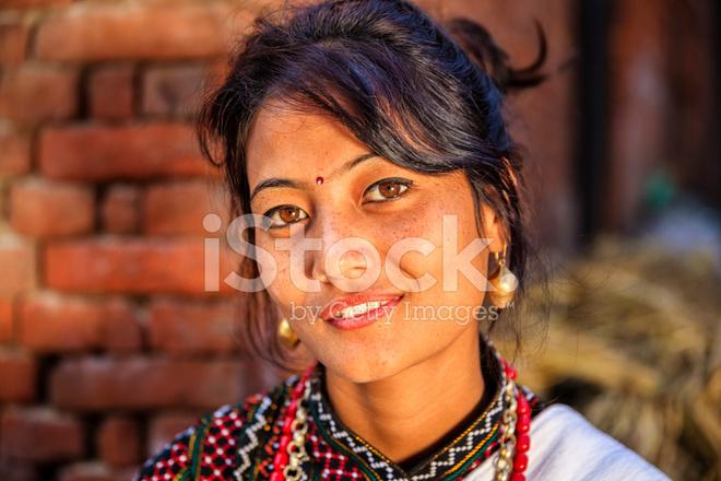 Femme Traditionnel Hāku Jeunes Patāsi En Costume De Népalais W92IDHeEY