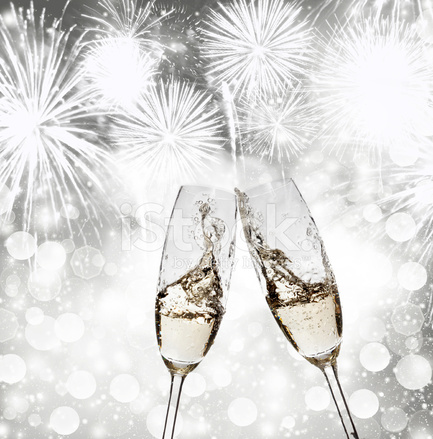 Ano novo brindando com ta as de champanhe contra fogos for Imagenes de copas brindando