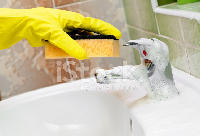 Badkamer wastafel kraan schoonmaken stockfoto s freeimages