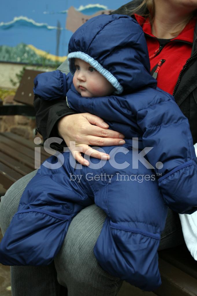 huge discount 7d59d 3c852 Baby Boy IN Warme Winterkleidung Stockfotos - FreeImages.com