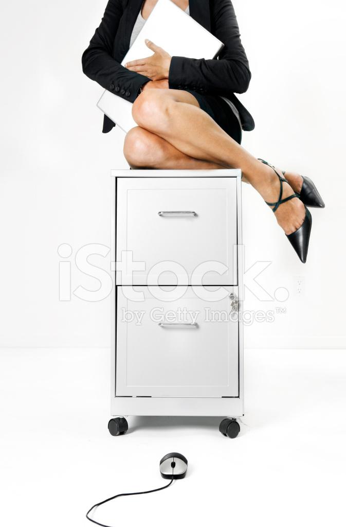 Resultado de imagem para mulher com medo de rato