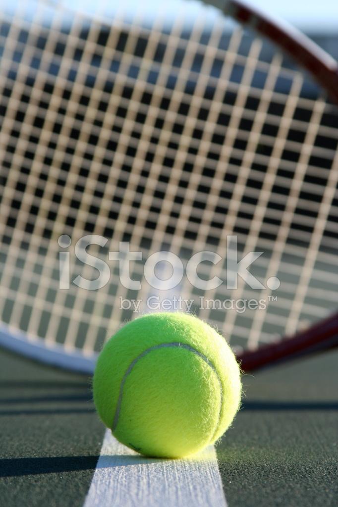 ff2997532 Raquete E Bola DE Tênis Fotos do acervo - FreeImages.com