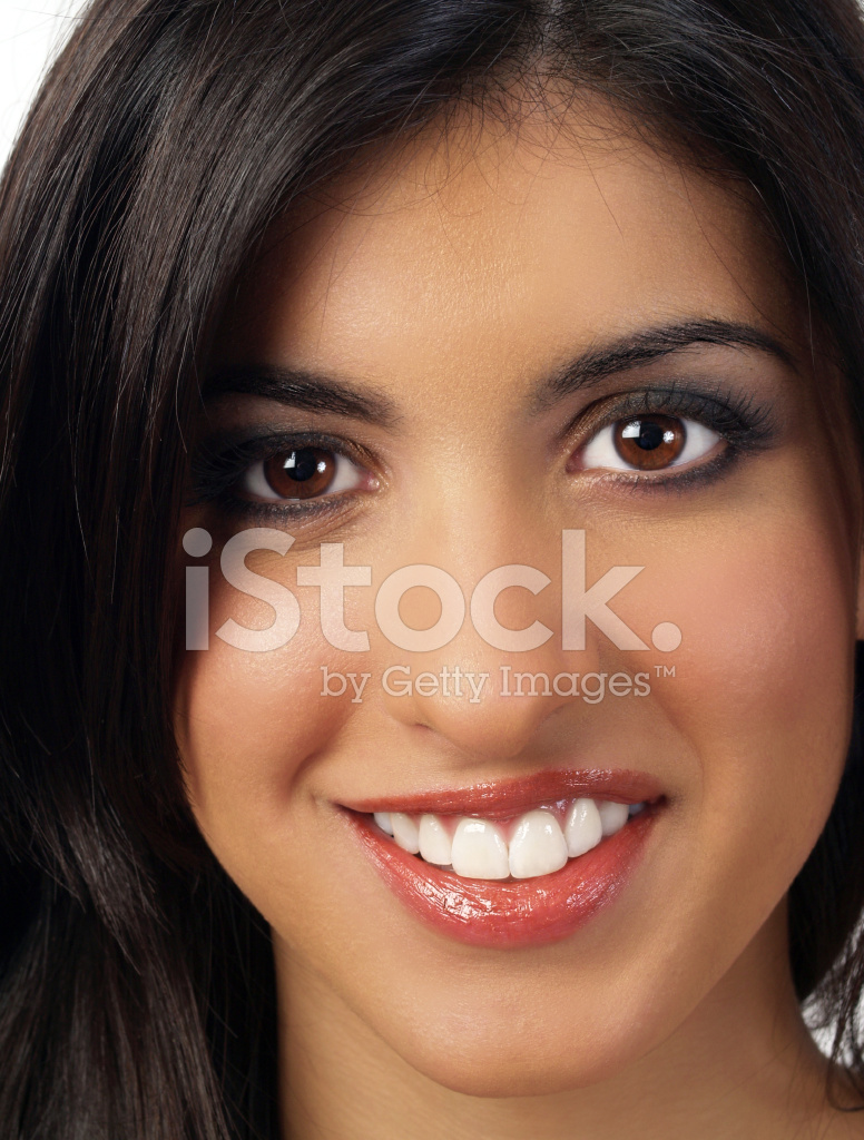 closeup portrait de femme souriante de moyen orient photos. Black Bedroom Furniture Sets. Home Design Ideas