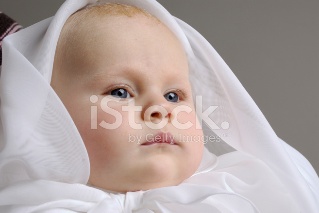 4d38eb353ddd37 Baby Met Doop Jurk Stockfoto s - FreeImages.com