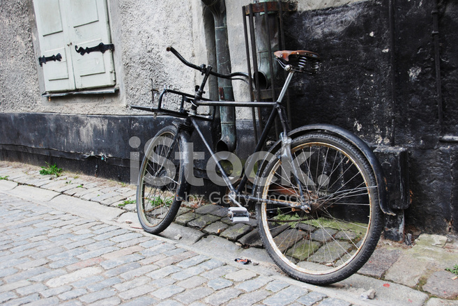 Abandoned Bikes Are Used in Design that Encourages Sport