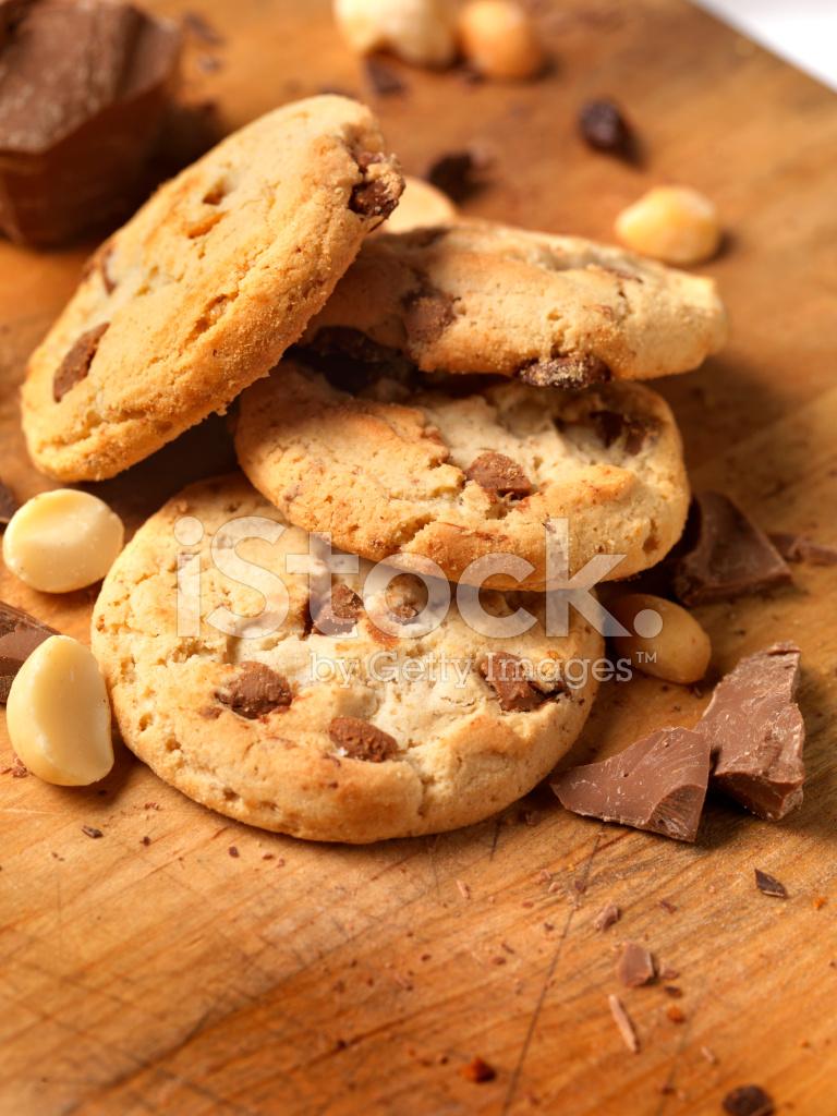 チョコレート マカダミア ナッツのクッキー ストックフォト