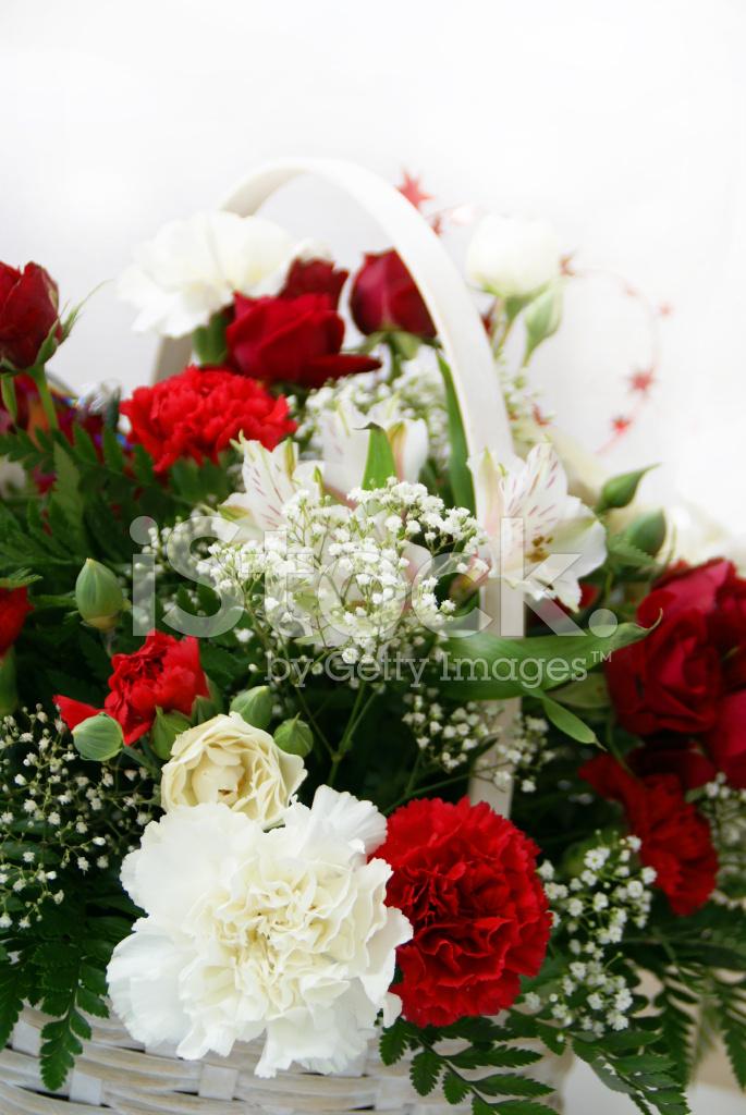 Arreglo Floral De Rojo Y Blanco Fotografías De Stock
