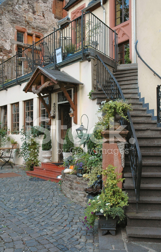 Storybook inn located in the mosel wine region of germany for Designhotel mosel