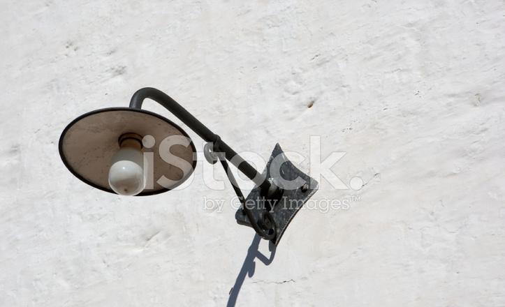 Eisen Lampe externe eisen lampe auf eine weiße wand stockfotos - freeimages