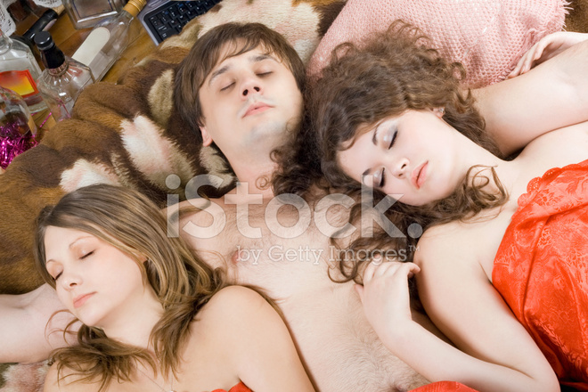 Им снятся эротические сны, близость как с прекрасными незнакомками, так и со своими прежними партнершами, о которых они днем даже и не вспоминают.