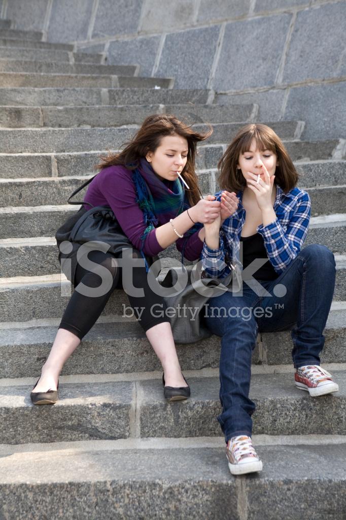 Kajenje Teen Girls Stock Photos - Brezplačne slike Com-3100
