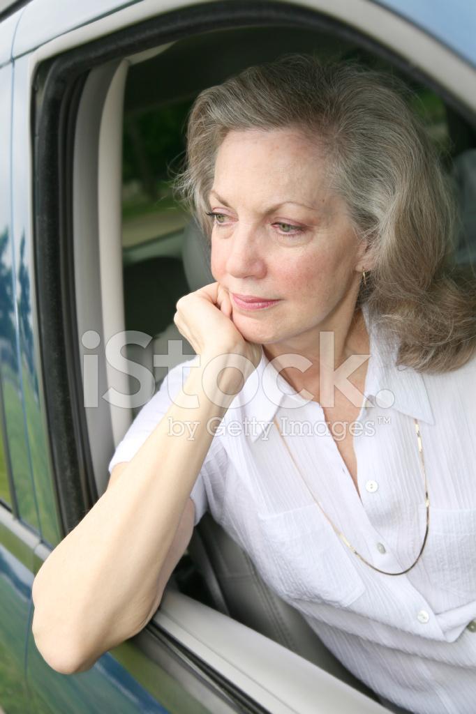 издал довольное тяга к женщинам зрелого возраста встал, подошел