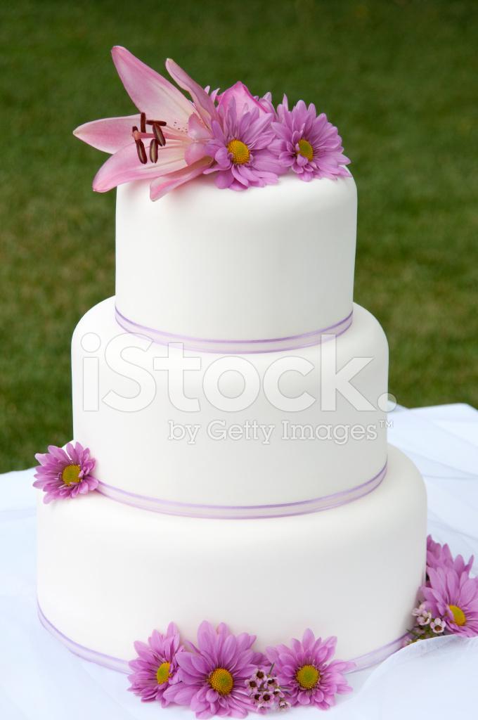 Rosa Blumen Hochzeitstorte Stockfotos Freeimages Com