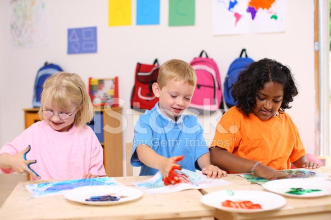 Pintar Con Los Dedos Para Niños DE Preescolar Fotografías de stock ...