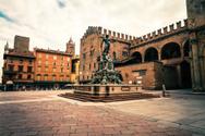 Bologna,Piazza Maggiore,Tow...