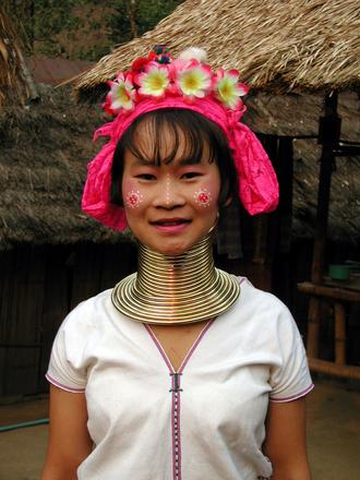 Mujer tailandesa cuello largo