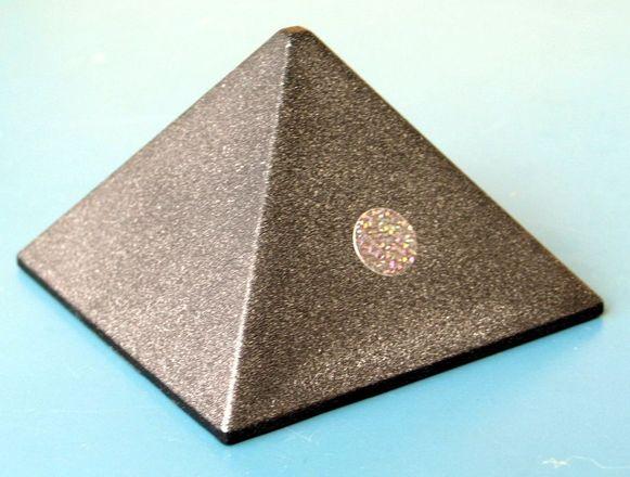 Pyramidi tuliainen