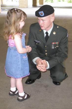 Sotilaan lapsi työpaikalla