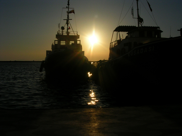 Sunray between two boats
