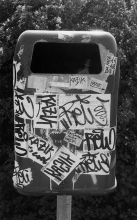 trash_bin_graffiti
