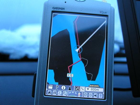 Un GPS dans un véhicule. Un usage en vie de disparition pour le grand public ?
