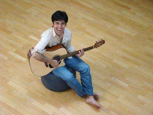 Singer Daniel Vera 3