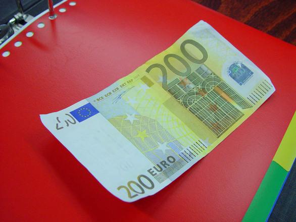 200 euro free photos 1256593 for Wohnwand 200 euro