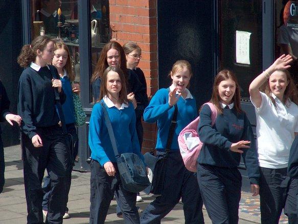 Irish schoolgirls (Dublin, Ire