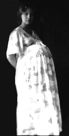 Vanha kuva raskaasta naisesta