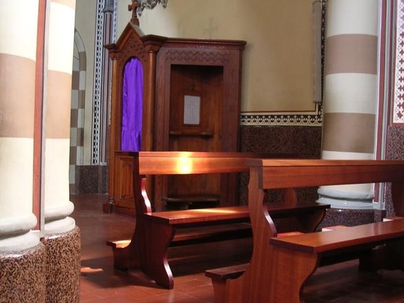 światło w kościele