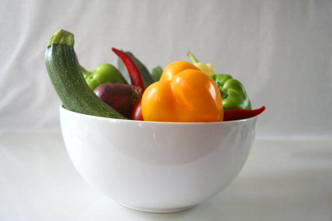 http://images.freeimages.com/images/previews/82e/bowl-of-vegetables-1329744.jpg