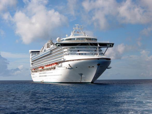 Cruise Boat 10