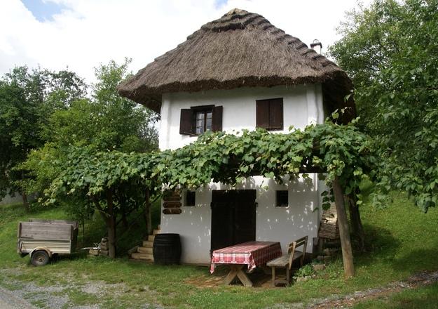 Домик в деревне в испании купить