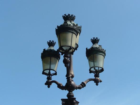 street lamp in Paris