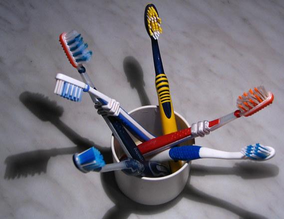 Erilaisia hammasharjoja