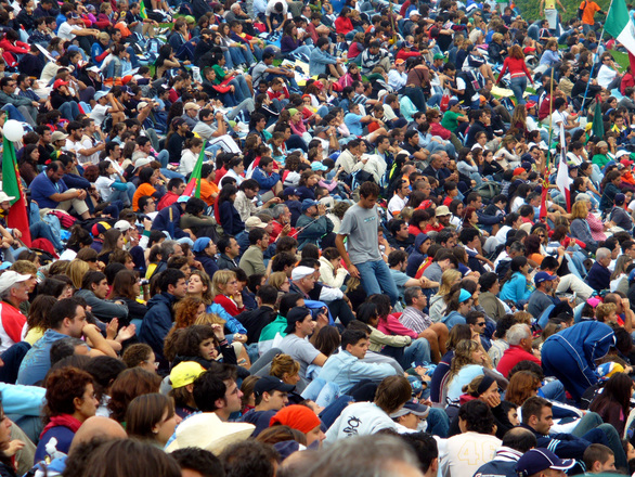 Paljon ihmisiä