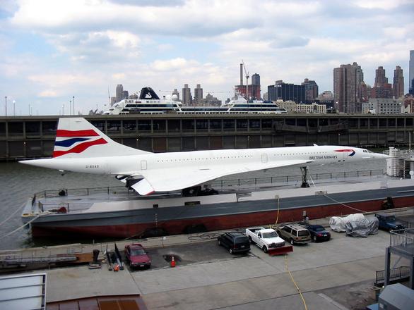 Concorde supersonic jet