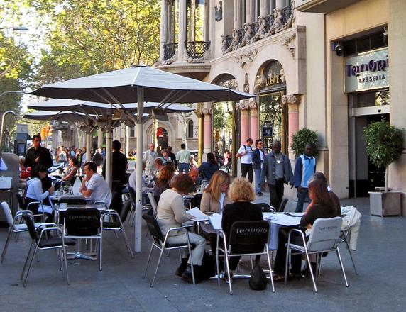 Outdoor eating in Barcelona