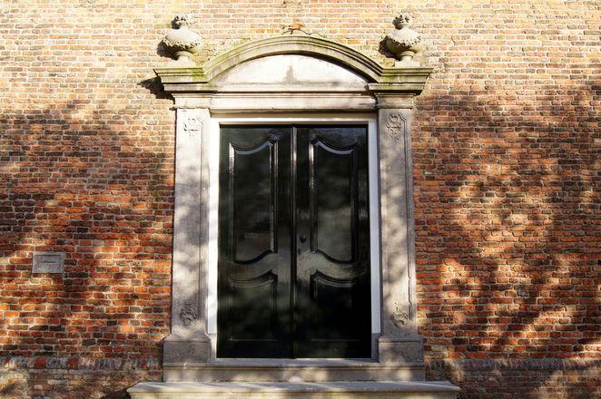 Church doors Raamsdonkveer 2