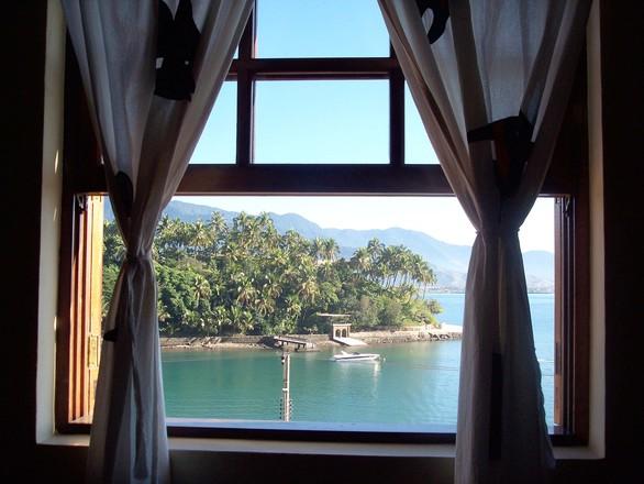Window of IlhaBela
