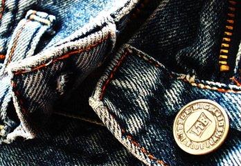 Как на поведение человека влияет одежда, в которую он одет?